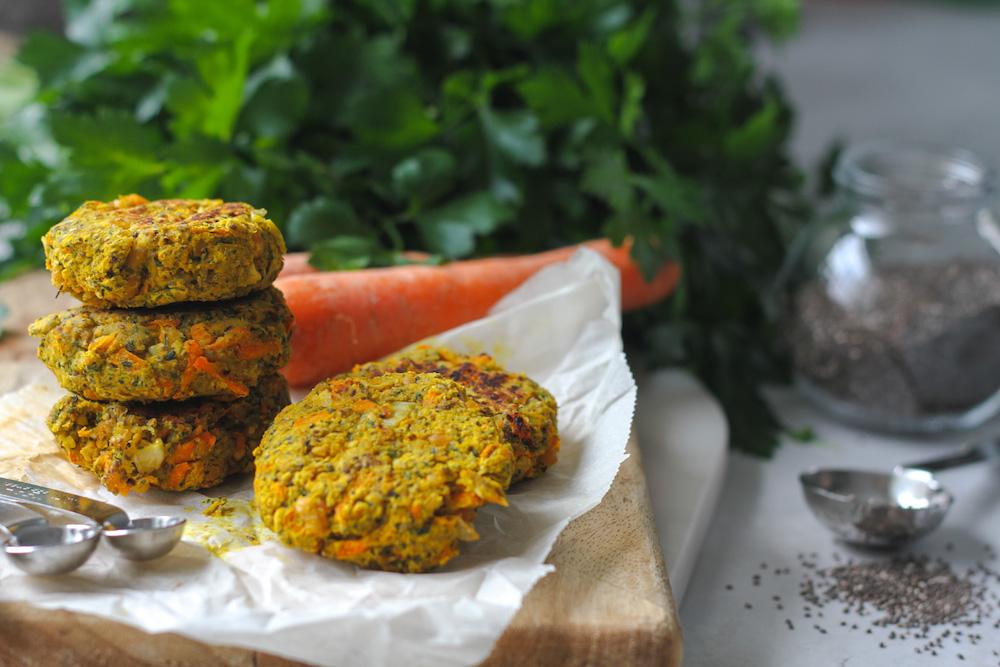 Veganska kikärtsbiffar med curry, vitlök och persilja