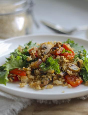 ljummen quinoasallad med grönkål och paprika