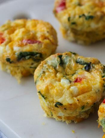 äggmuffins med spenat, paprika och majs