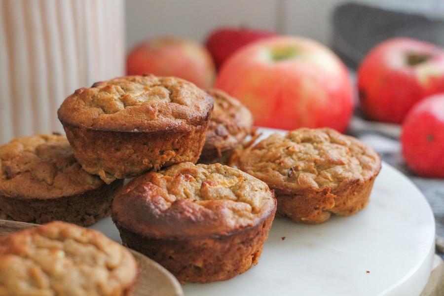 Glutenfria mellanmålsmuffins med äpple & kanel