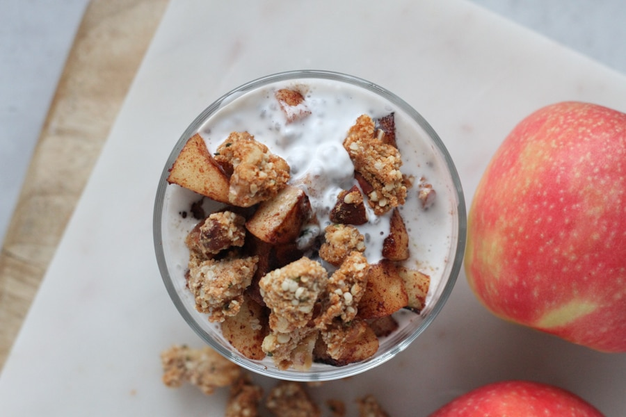 Kanelstekt äpple med chiapudding och mandelcrunch 3
